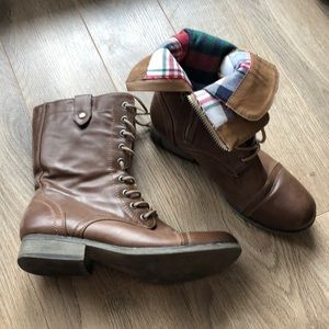 Shoes - ♻️Boots reversible fabric size 6